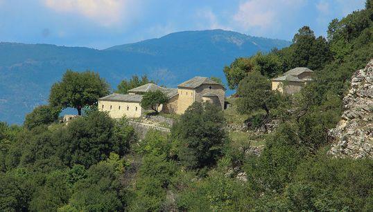 Ένα πέτρινο μοναστήρι χωρίς καλόγερους αλλά με μοναδικούς μεταβυζαντινούς θησαυρούς, εξελίχθηκε σε υπόδειγμα πολιτισμικής δια...