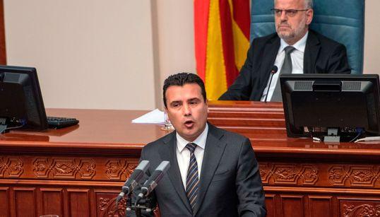 Ξεκινά η διαδικασία αναθεώρησης του Συντάγματος στην πΓΔΜ. Διαγραφές βουλευτών στο κόμμα της