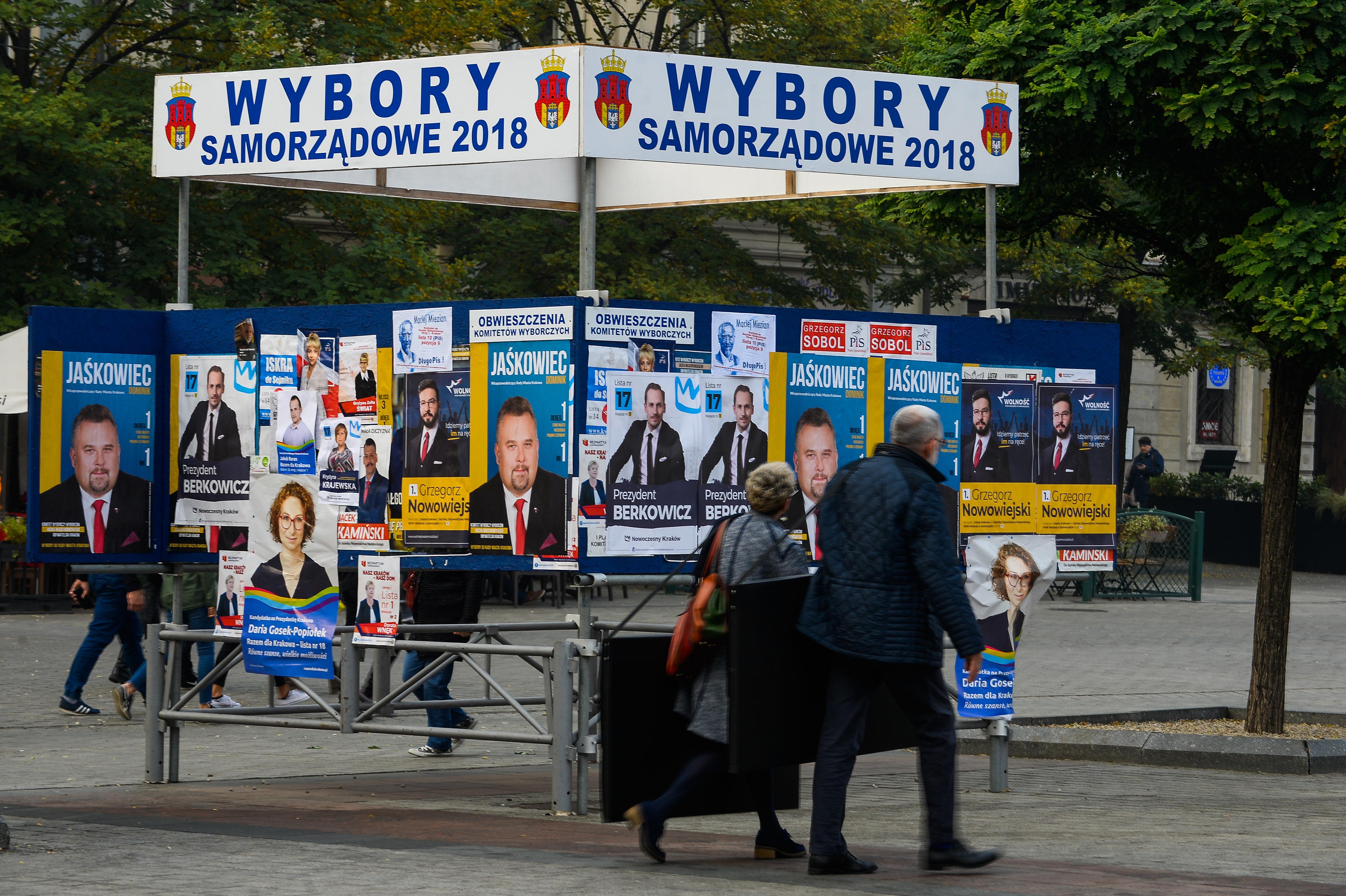 Στις κάλπες οι Πολωνοί για τις δημοτικές με την κυβέρνηση να «προειδοποιεί» για την «απειλή» των