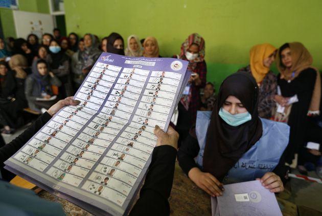 Ματωμένες εκλογές στο Αφγανιστάν με 36 νεκρούς, εκρήξεις και βίαια επεισόδια. Εν αναμονή των