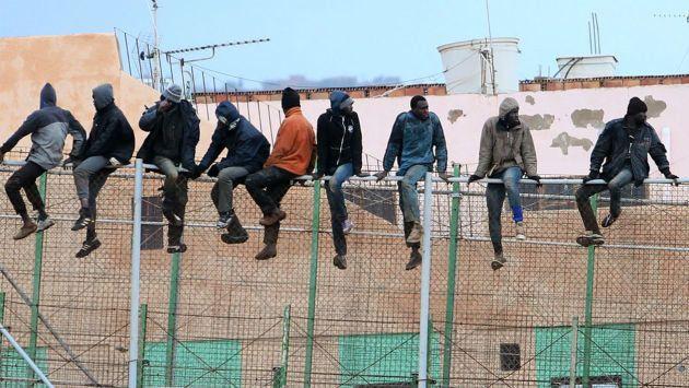 Plus de 200 migrants subsahariens rejoignent Melilla en franchissant la