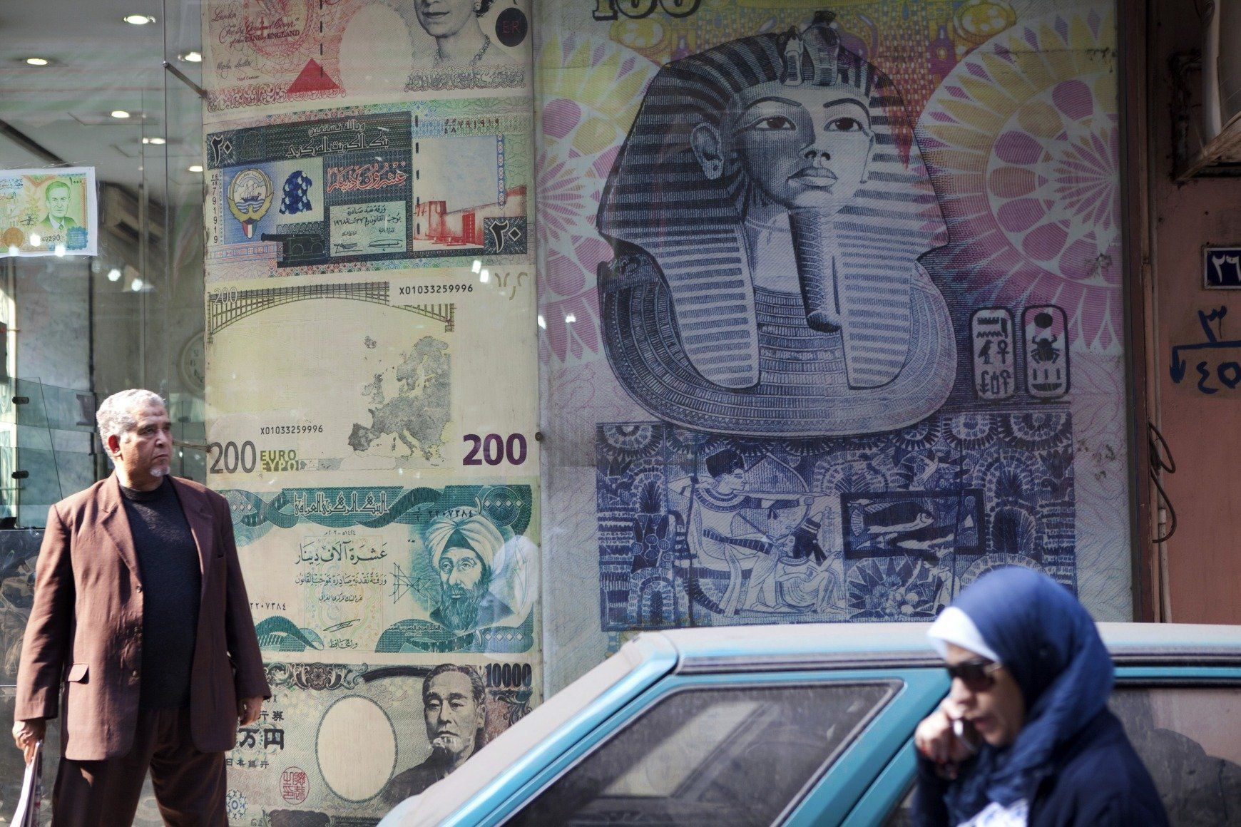 Σύλληψη συγγραφέα στην Αίγυπτο και κατάσχεση του βιβλίου του που επέκρινε οικονομική πολιτική της