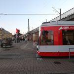 Halle: Junger Mann hantiert an Bahn-Automat – und stirbt bei