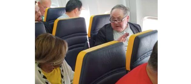 라이언에어 항공을 탄 한 백인 남성이 흑인 여성에게 자리를 바꾸라며 욕설을 퍼붓고