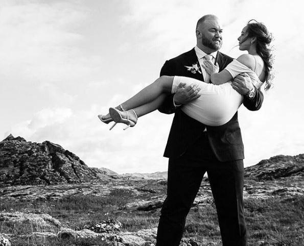 O γάμος του «βουνού» του Game of Thrones. Φυσικά και πήρε στα χέρια τη