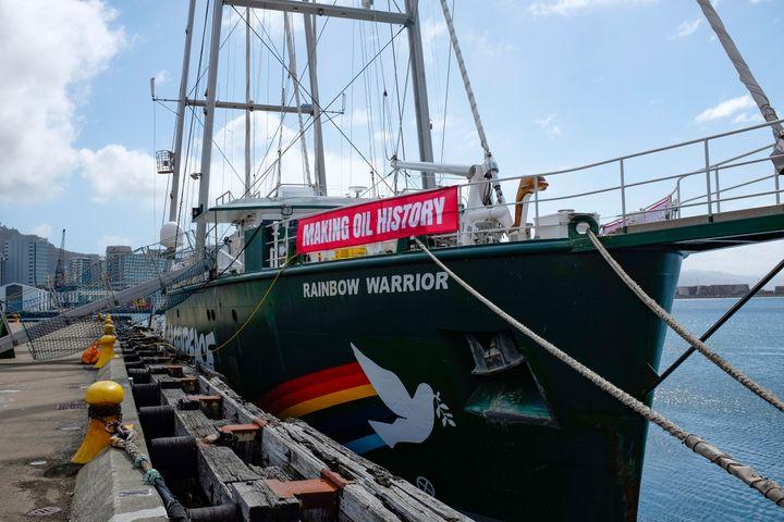 Greenpeace s Rainbow Warrior III in Wellington on 26 September 2018, celebrating New Zealand's ban on new offshore oil explor