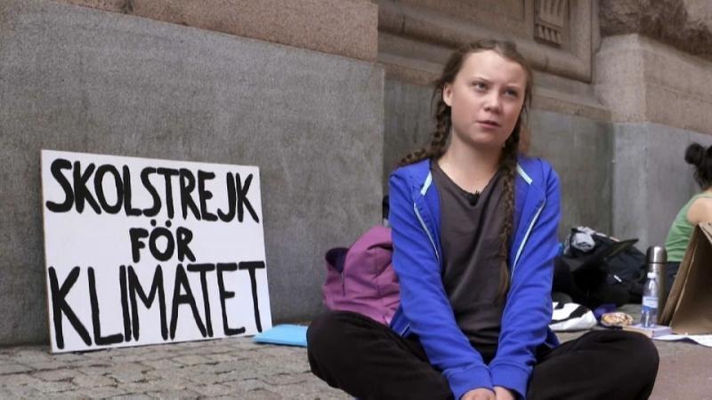 Greta Thunberg bei ihrem Protest vor dem schwedischen