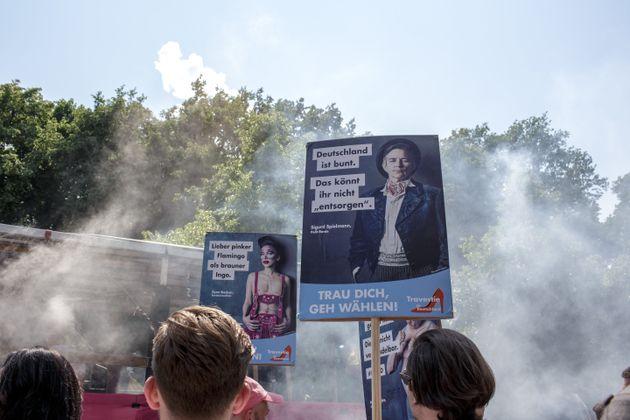 Gegendemonstranten einer AfD-Demo in