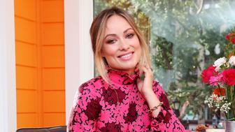 NEW YORK, NY - OCTOBER 02:  Actress Olivia Wilde helps bring the slogan 'America Runs On Dunkin'' to life at the Home That Runs On Dunkin, powered by recycled coffee grounds, on October 2, 2018 in New York City.  (Photo by Cindy Ord/Getty Images for Dunkin' Donuts)
