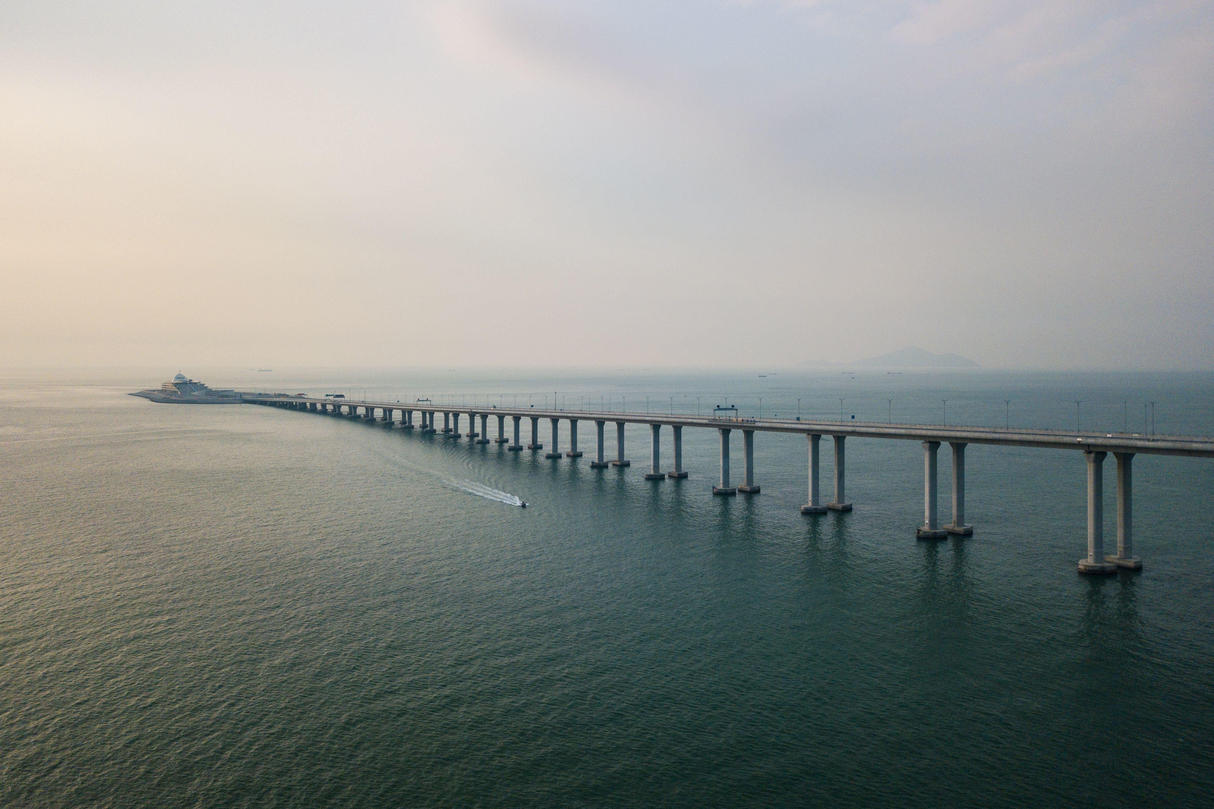 중국과 홍콩을 잇는 세계에서 가장 긴 다리가