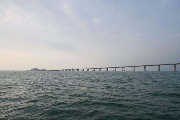 중국에서 홍콩으로 이어지는 세계에서 가장 긴 다리가