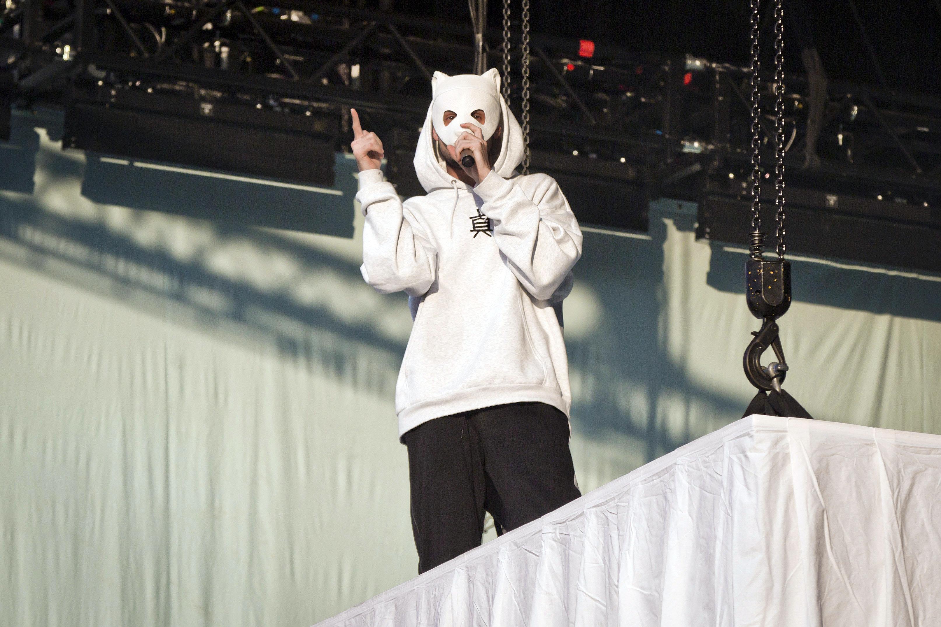 Rapper Cro zeigt sich das erste Mal ohne Maske und die Fans flippen