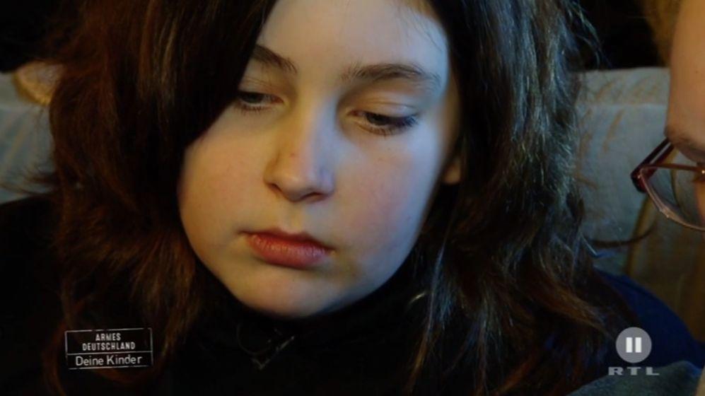 Die 11-jährige Laura ist zuhause unglücklich