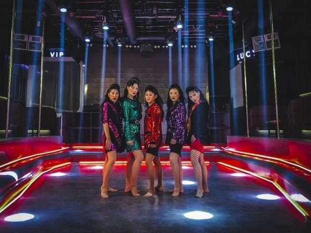 셀럽파이브가 일본 토미오카 댄스부와 합동 무대를