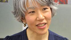 일본의 작가 '아사쿠라 마유미'가 18세 이후 30년 만에 백발을 드러낸