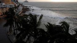 Ο τυφώνας Ουίλα σφυροκοπά τις δυτικές ακτές του