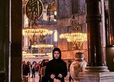 Türkei: Frau zeigt sich in Moschee untenrum nackt und wird jetzt mit dem Tod