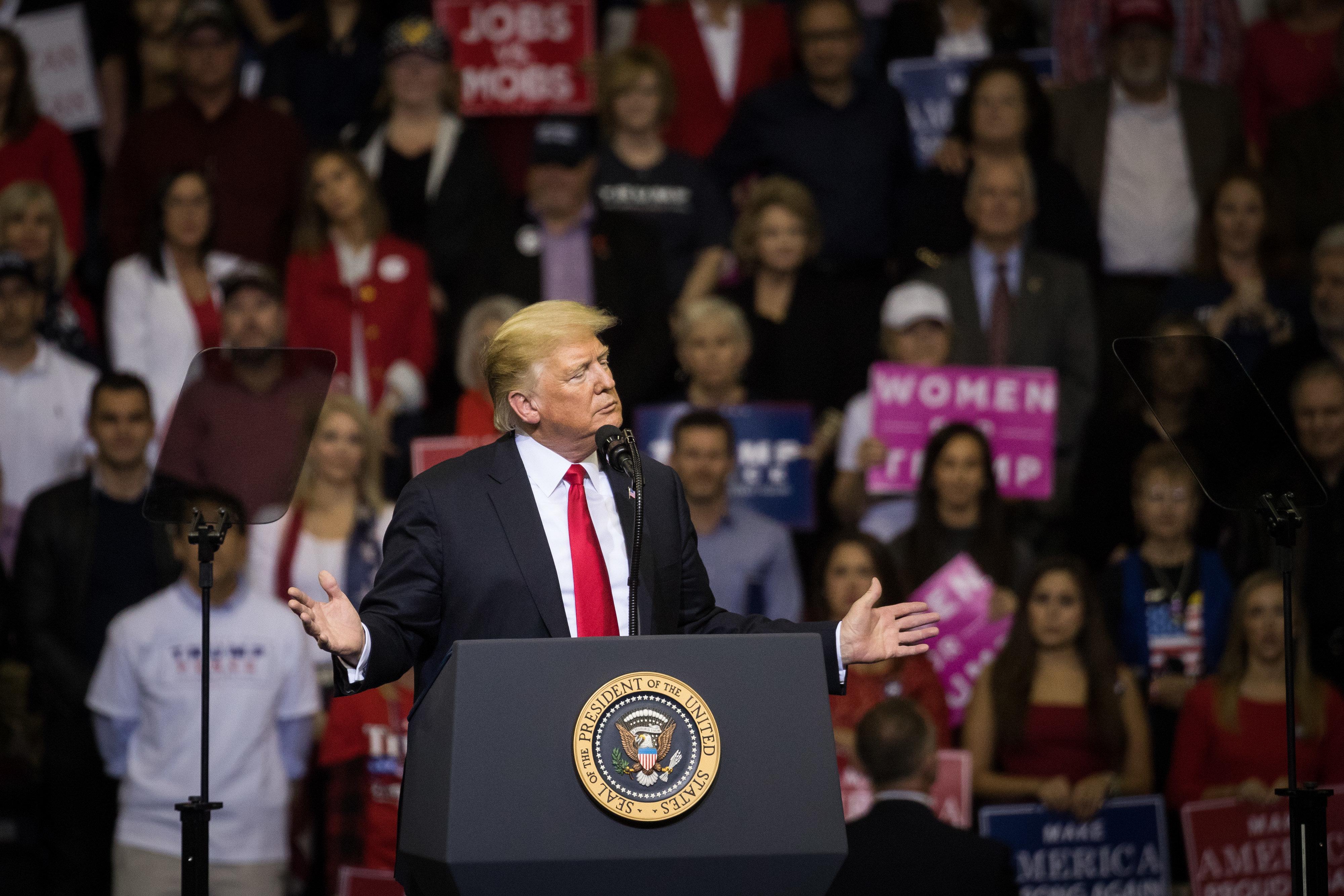'폭발물 소포' 배달 사건을 규탄한 트럼프가 언론을 탓했다
