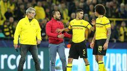 La réaction d'Achraf Hakimi alors qu'un supporter marocain surgit sur le terrain de la rencontre Dortmund-Atletico
