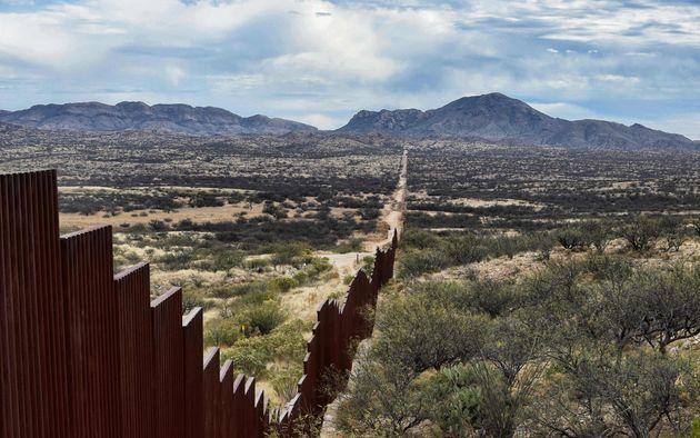 Οι ΗΠΑ ετοιμάζονται να αναπτύξουν στρατεύματα στα σύνορα με το Μεξικό, καθώς πλησιάζει το «καραβάνι»
