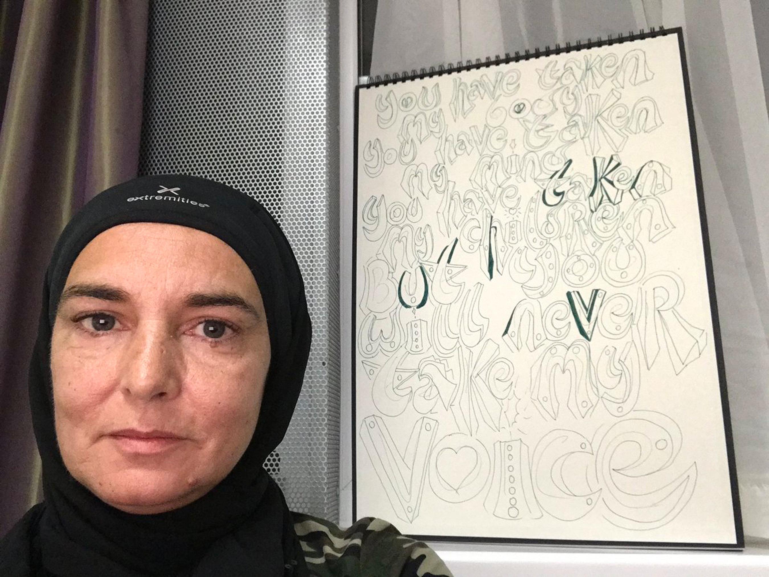 Την αναγνωρίζετε; Είναι η Σινέντ Ο' Κόνορ που πρόσφατα ασπάστηκε το Ισλάμ