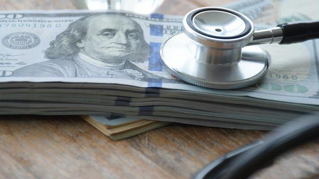 환자에게 30만 달러를 빌린 혐의를 받은 의사가 그 환자에게 치매 진단을