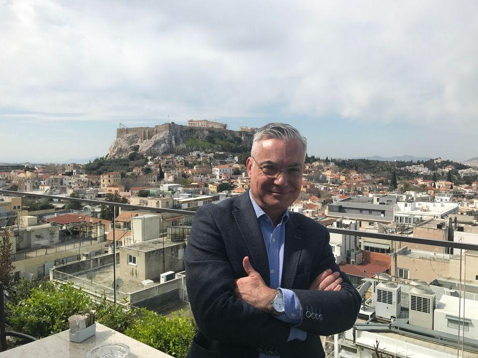 Νίκος Βατόπουλος: Ο ρομαντικός περιηγητής της
