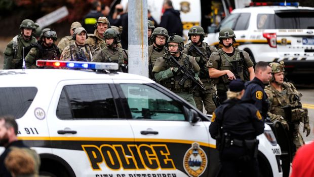 Law enforcement officers secure the scene where multiple people were shot, Saturday, Oct. 27, 2018, at the Tree of Life Congregation in Pittsburgh's Squirrel Hill neighborhood. (Alexandra Wimley/Pittsburgh Post-Gazette via AP)