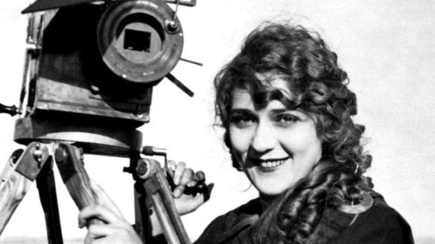 Αυτή είναι η πρώτη γυναίκα σκηνοθέτης στον κόσμο που γύρισε πάνω από 1000 ταινίες σε ηλικία μόλις 23