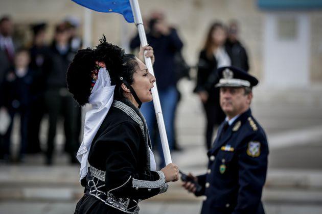 Μικροεντάσεις στη μαθητική παρέλαση της