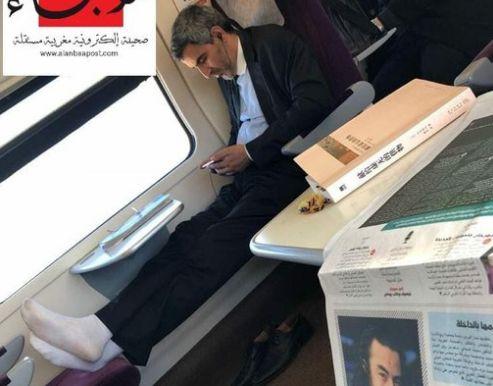 Une photo du maire de Casablanca dans le train devient