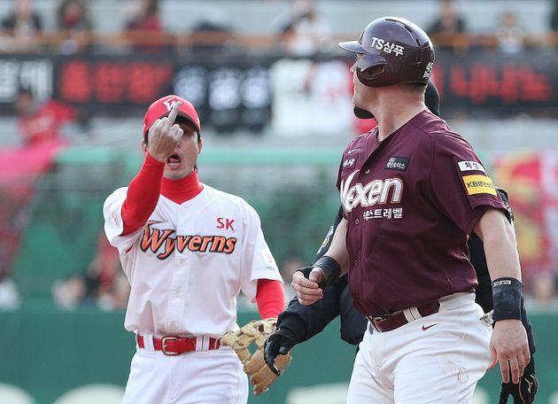 KBO가 손가락 욕을 한 김성현에게 경고조치를
