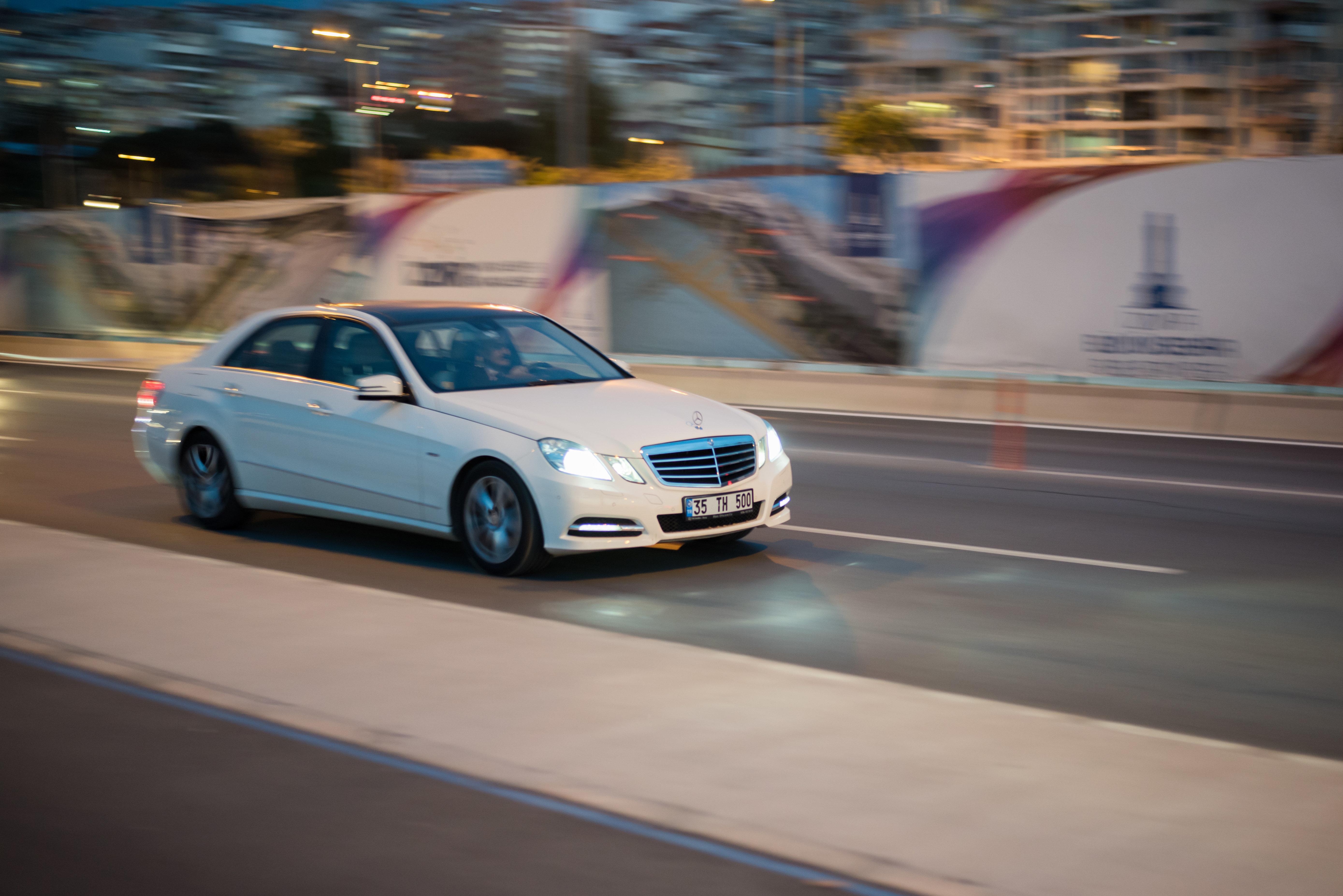 Tunisie: Portrait de maire avec voiture de
