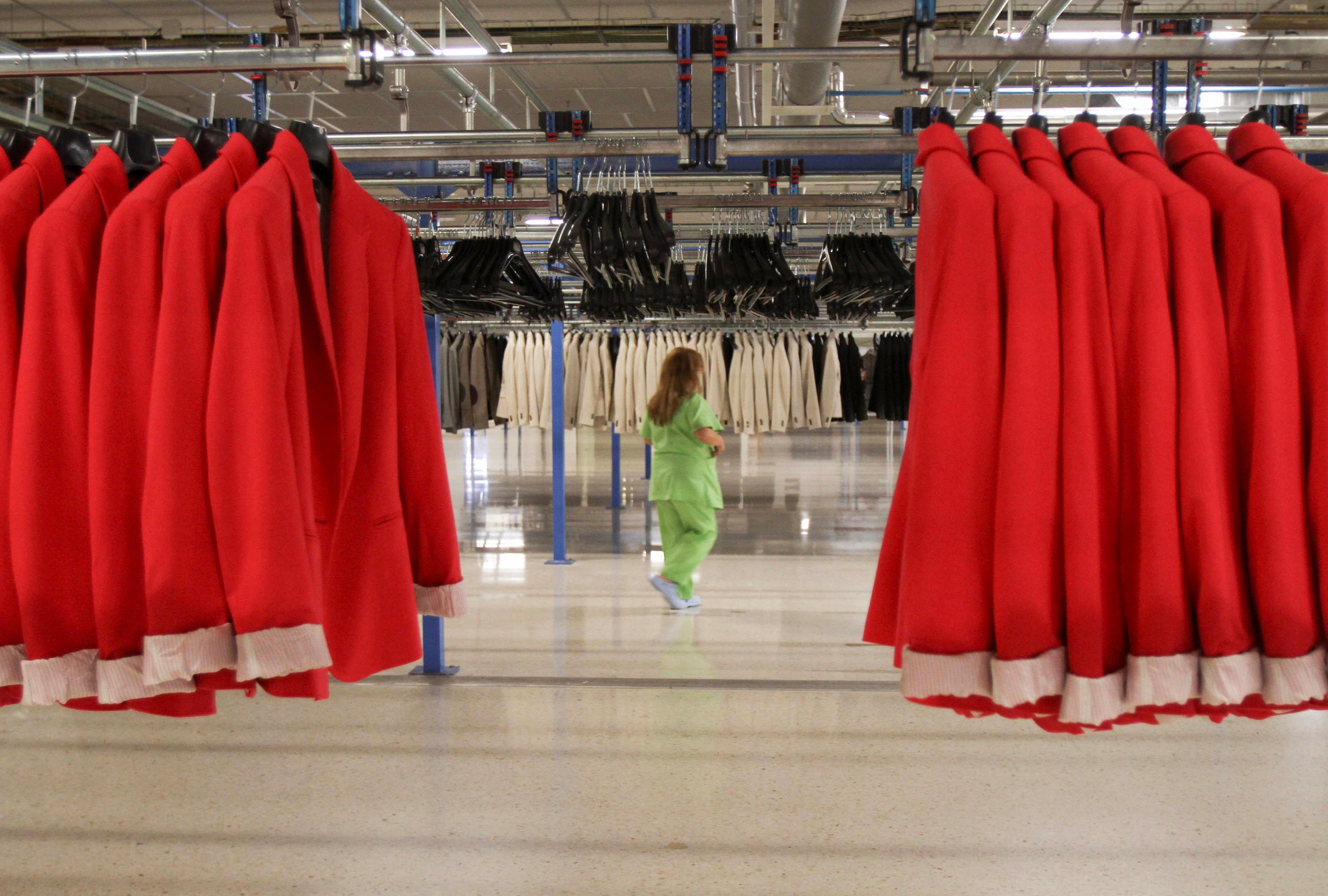 Στα άδυτα του Zara: Ετσι φτιάχνονται τα ρούχα που κυρίευσαν τον κόσμο