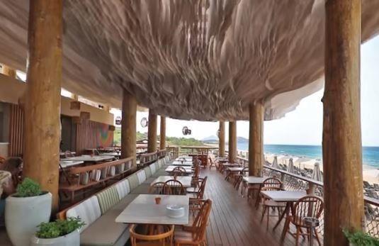 H oροφή του εστιατορίου του Costa Navarino έγινε viral σε ολόκληρο τον