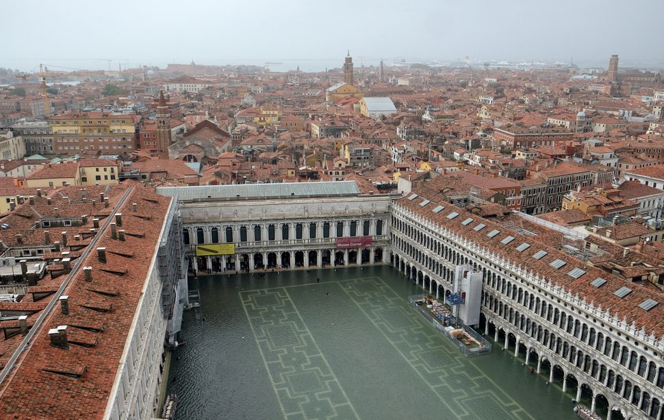 An aerial view of a flooded Piazza San Marco.