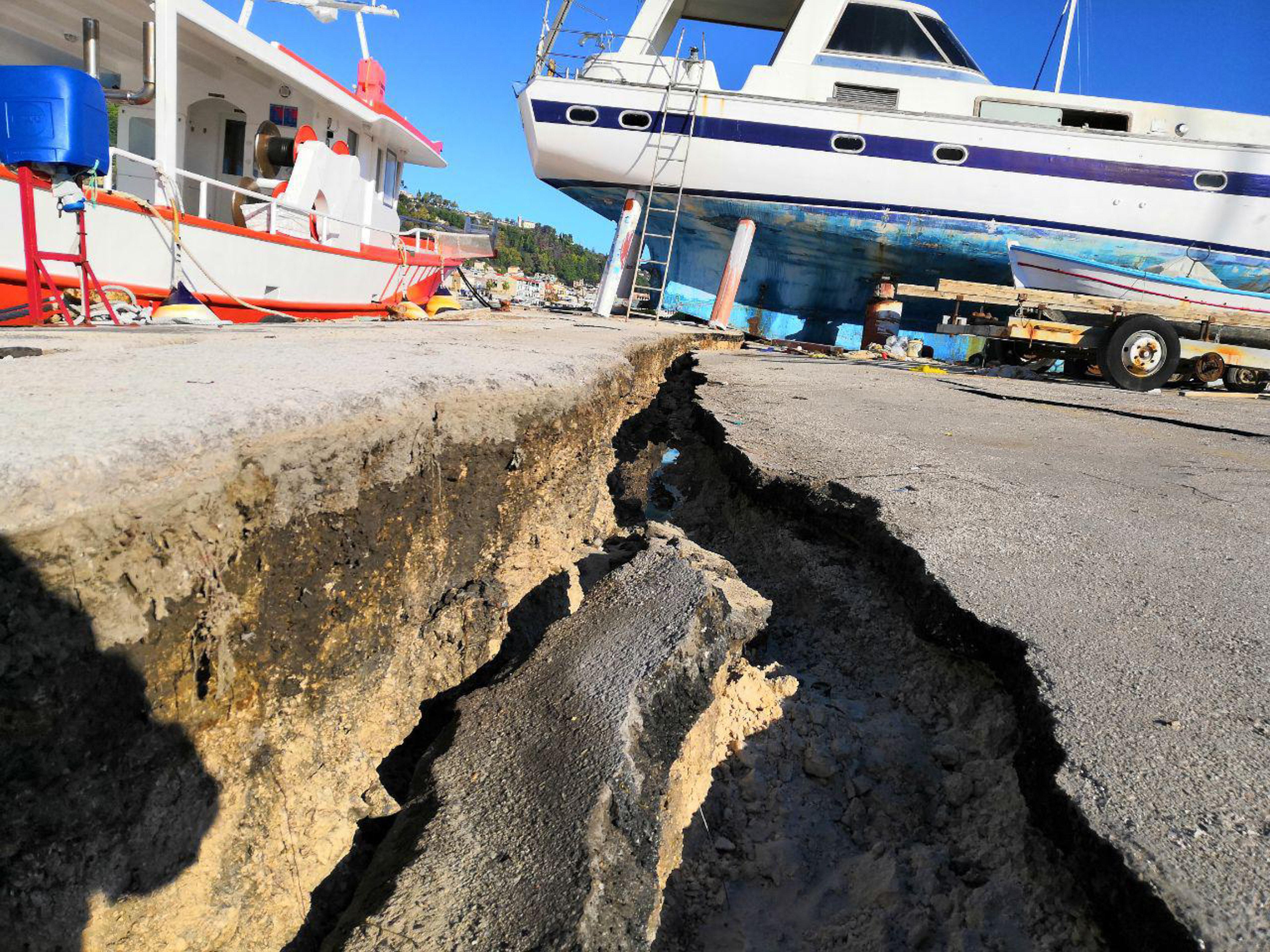 Νέος σεισμός 5,3 Ρίχτερ ανοιχτά της