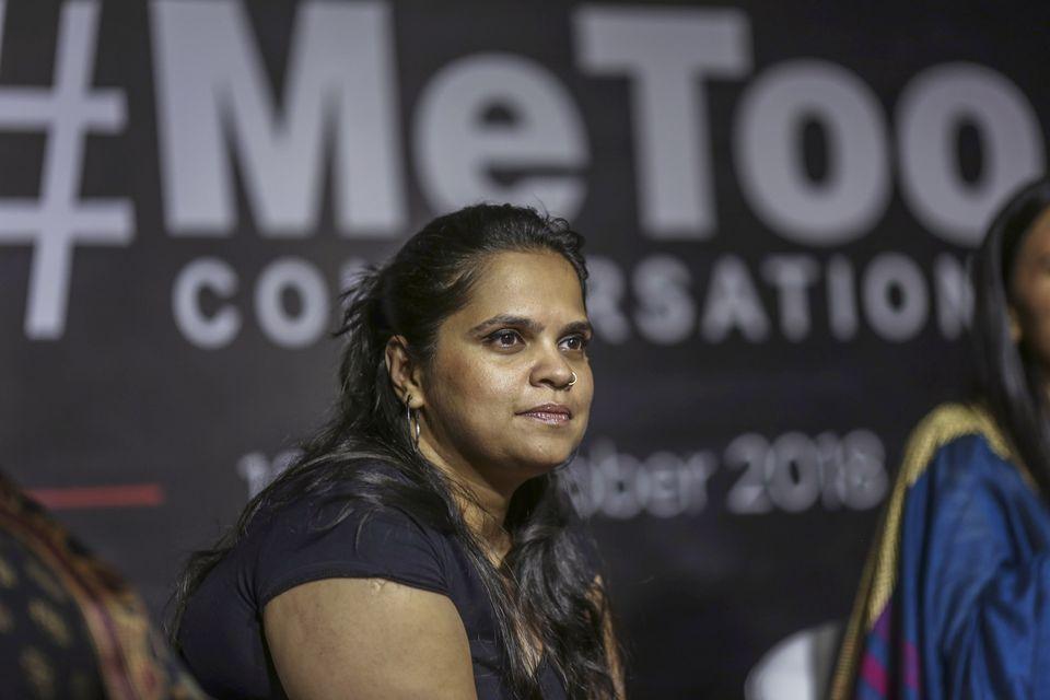 저널리스트 산드히야 메논(Sandhya Menon)이 18일 인도 뭄바이에서 열린 #미투운동 관련 행사에 참석한 모습. 메논은 폭발적으로 쏟아지고 있는 인도 미투 운동의 최전선에서...