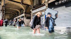 Η λιμνοθάλασσα «φούσκωσε» και η Βενετία πλημμύρισε (pics-vid)