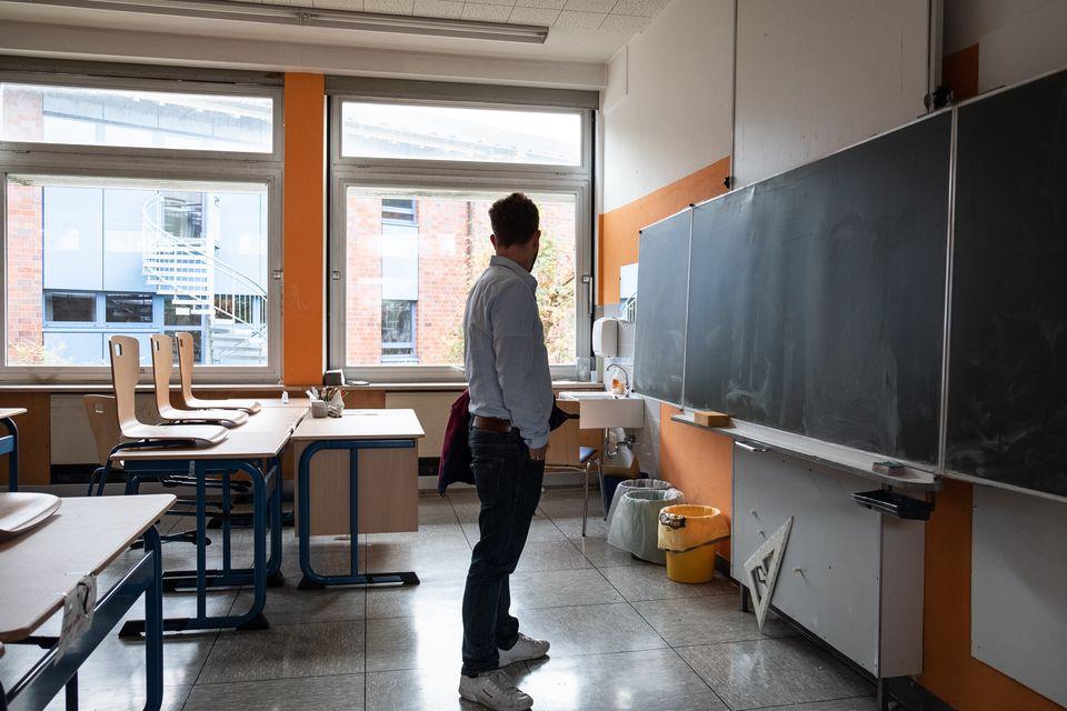 Jeder einzelne Klassenraum wird von stark in die Jahre gekommenen Nachtspeicheröfen