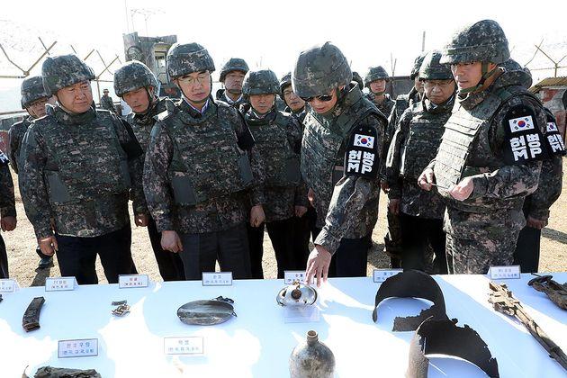 자유한국당이 임종석의 '선글라스 DMZ 시찰'을