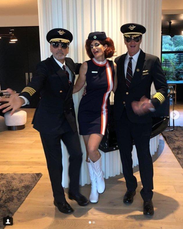 George Clooney pilote et Cindy Crawford en hôtesse de l'air pour