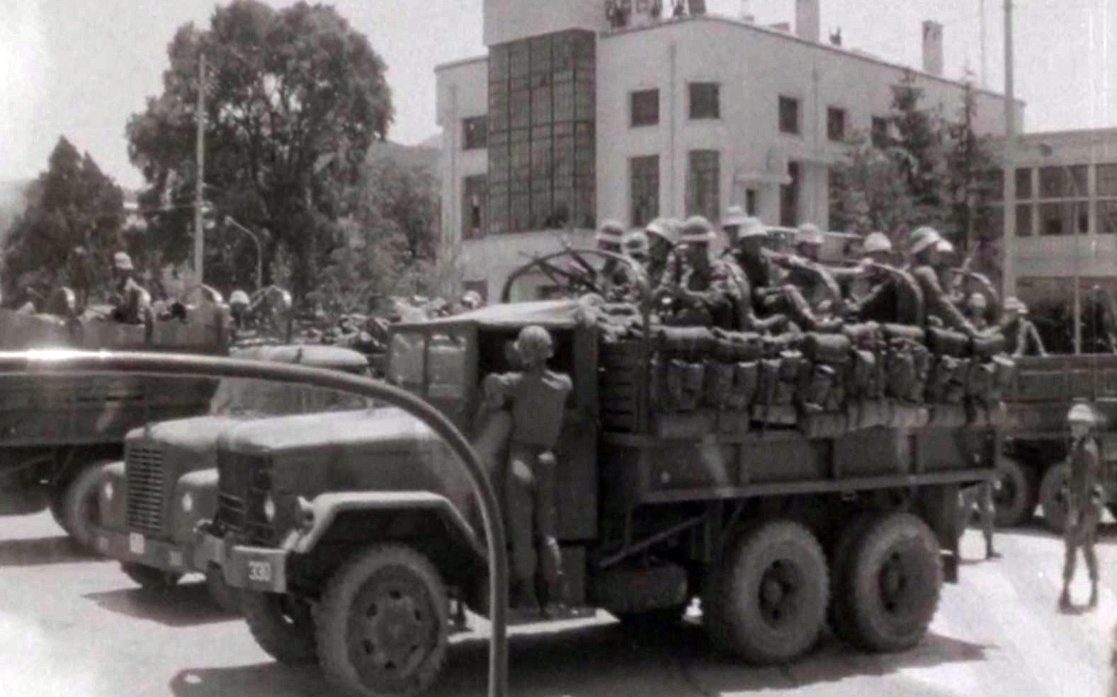 1980년 5월 전남도청을 장악한 계엄군의