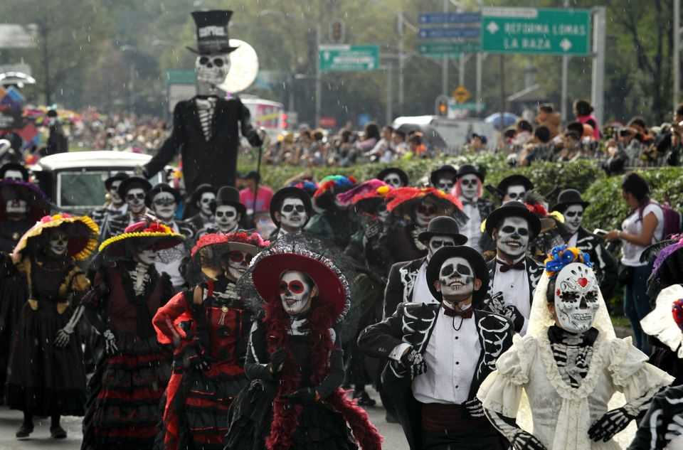 People take part in the Day of the Dead parade in Mexico City on October 27, 2018. (Photo by Ulises RUIZ / AFP)        (Photo credit should read ULISES RUIZ/AFP/Getty Images)