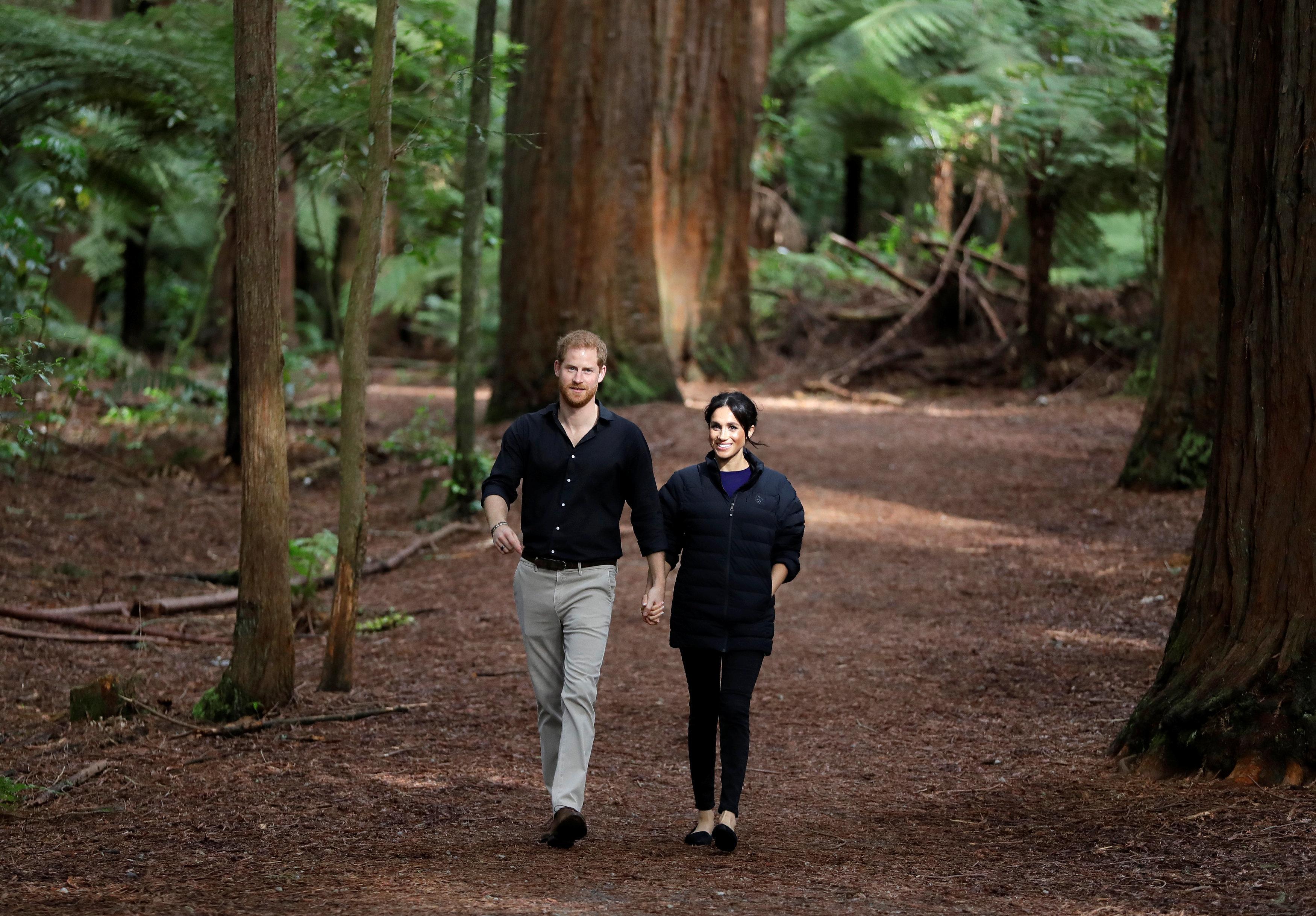 Χάρι και Μέγκαν στην Αυστραλία: H Mέγκαν προκαλεί ξανά φορώντας σιθρού