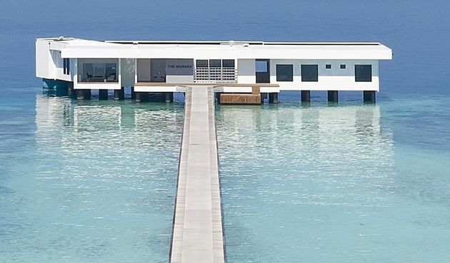 To πρώτο υποθαλάσσιο θέρετρο του κόσμου άνοιξε στις Μαλδίβες και είναι