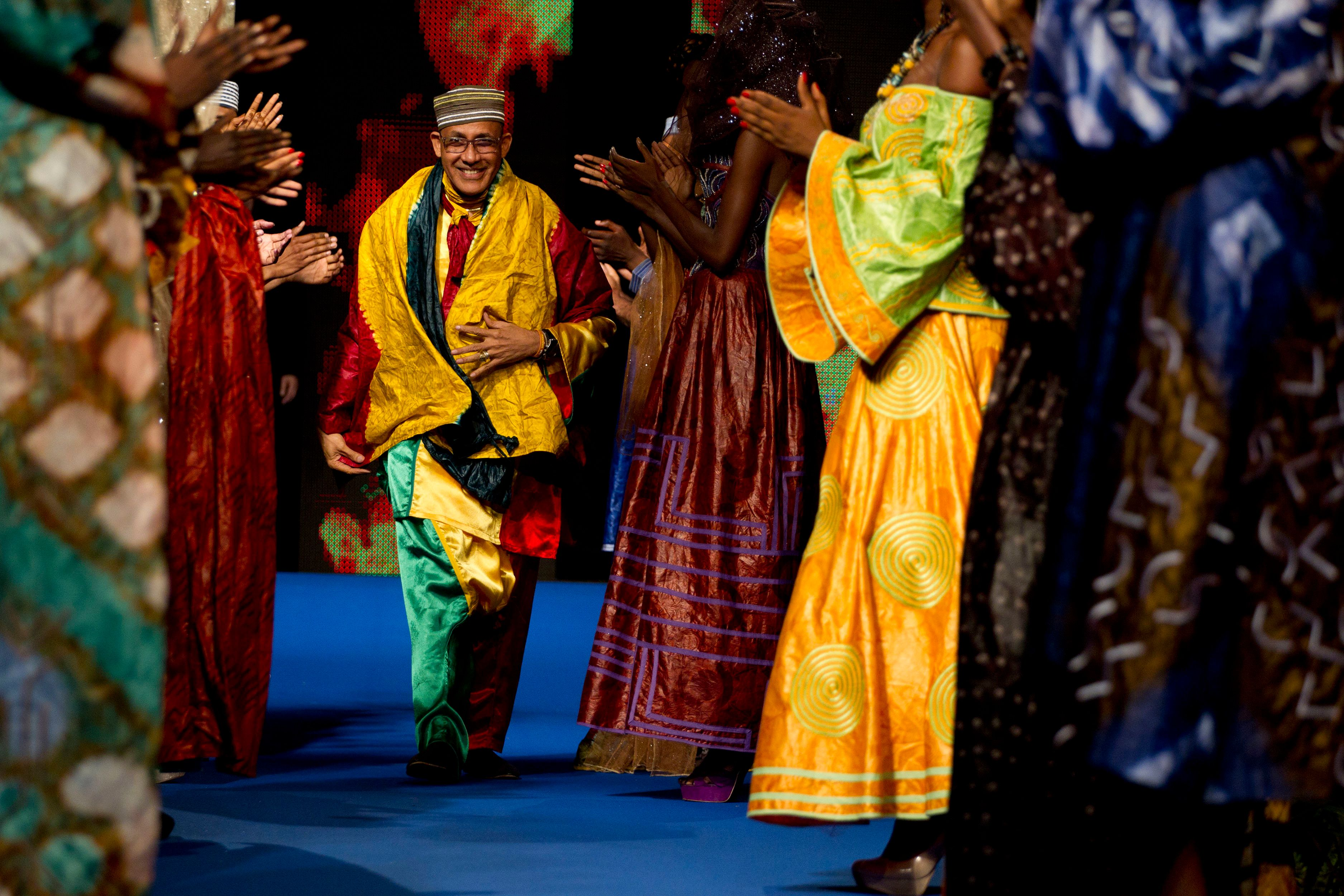 """Alphadi: """"Moi qui viens du Niger, je peux vous l'assurer: la mode rapporte plus que l'uranium!"""""""
