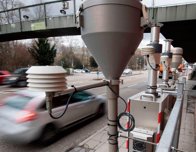 Schadstoff-Messstation in Stuttgart. Auch in der Schwabenmetropole drohen Fahrverbote.