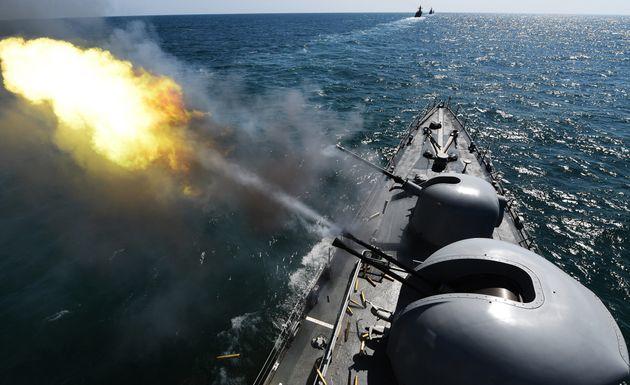 남북이 1일부터 육해공 적대행위를 중지한다. 서해 덕적도 인근 해역에서 펼쳐지고 있는 해상기동훈련