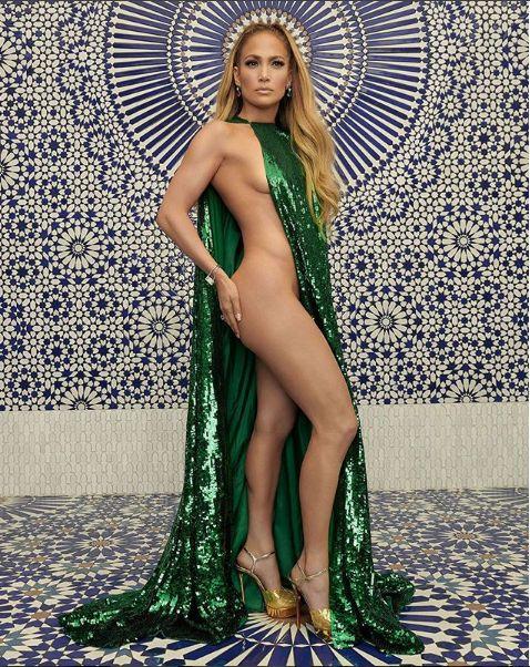 Jennifer Lopez est plus divine que jamais à bientôt 50